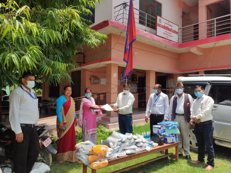 प्राकृतिक स्रोत द्वन्द्व रूपान्तरण केन्द्र नेपालद्वारा स्वास्थ्य सामग्री सहयोग